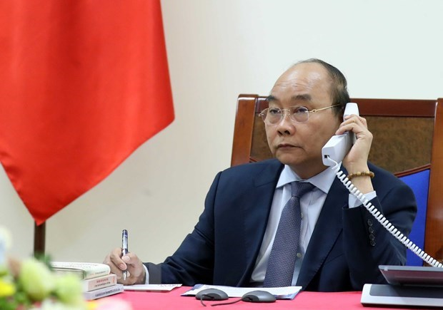 PM Nguyen Xuan Phuc holds phone talks with Japanese counterpart