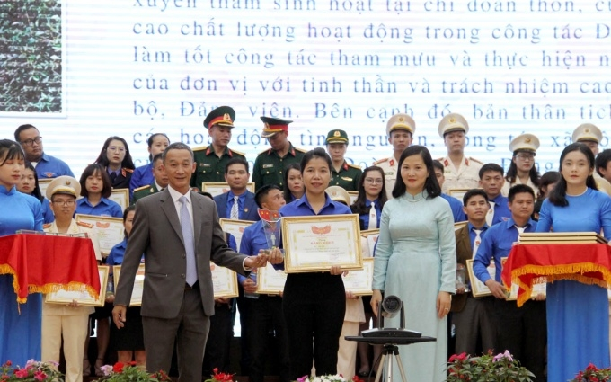 Central Highlands province honours young followers of Uncle Ho's example