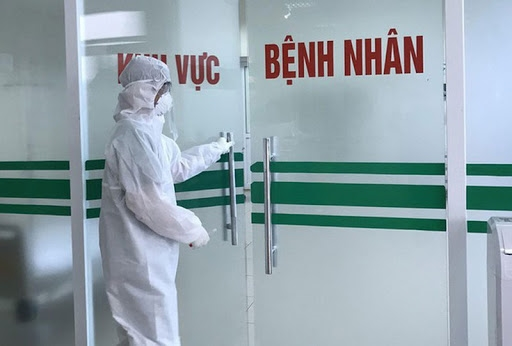 Foreign newspaper: Vietnam determined to save COVID-19 patient
