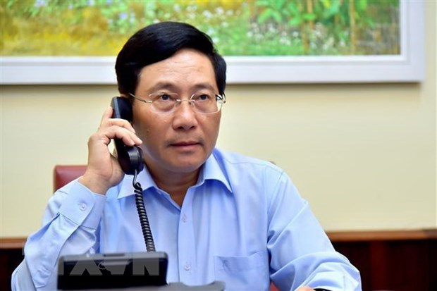 Vietnamese, Italian FMs hold phone talks