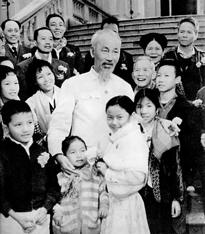Various activities organized to mark President Ho Chi Minh's 130th birthday abroad