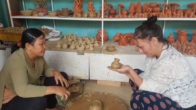 Sightseeing activities in Hoi An ancient quarter and Thanh Ha pottery village