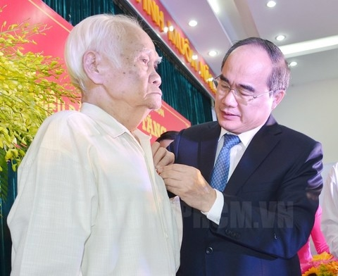 Presenting 2,420 party badges to party members in HCMC