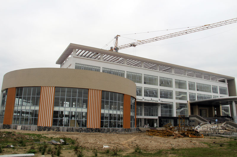 Hall construction in Yen Phong - key work to serve model district party congress