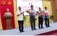 Mekong Delta province assigns provincial officials to district and city administration