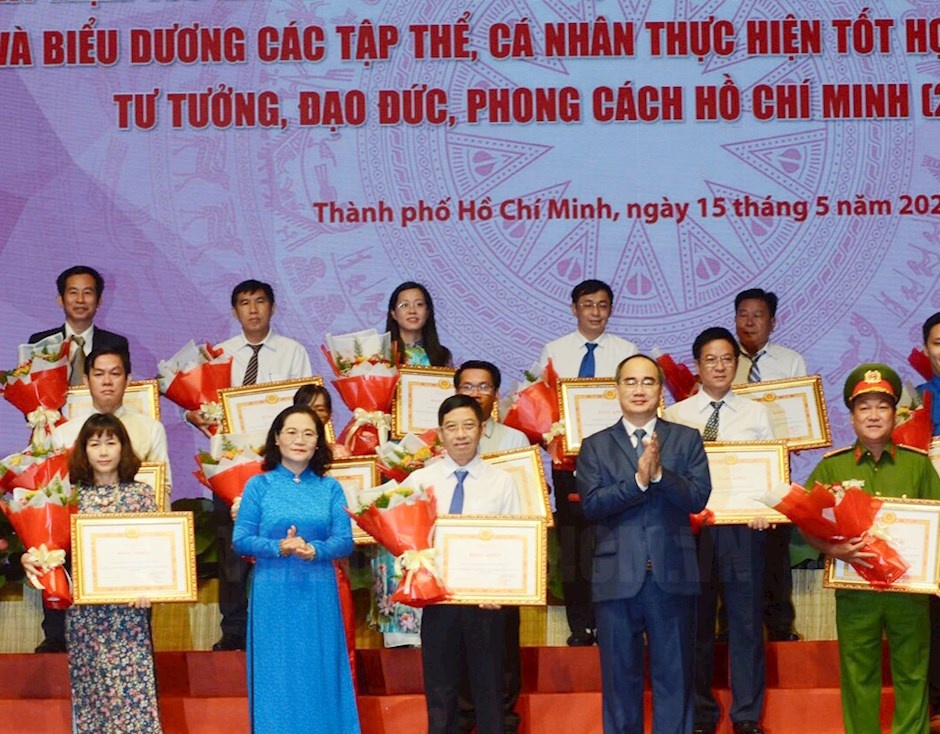 Ho Chi Minh city honors collectives and individuals for studying and following Ho Chi Minh's ideology, morality and style
