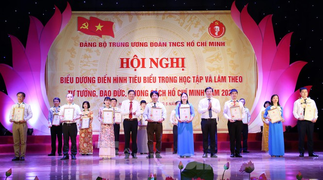 17 outstanding youngsters highlighted for following Uncle Ho's example
