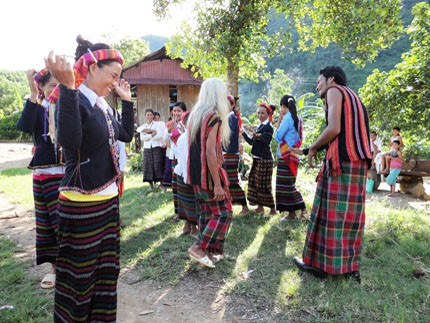 Teaching intangible cultural heritage to Phu La and La Chi ethnic people