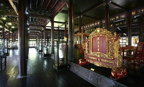 First Nguyen king's artifacts exhibited at Hue museum