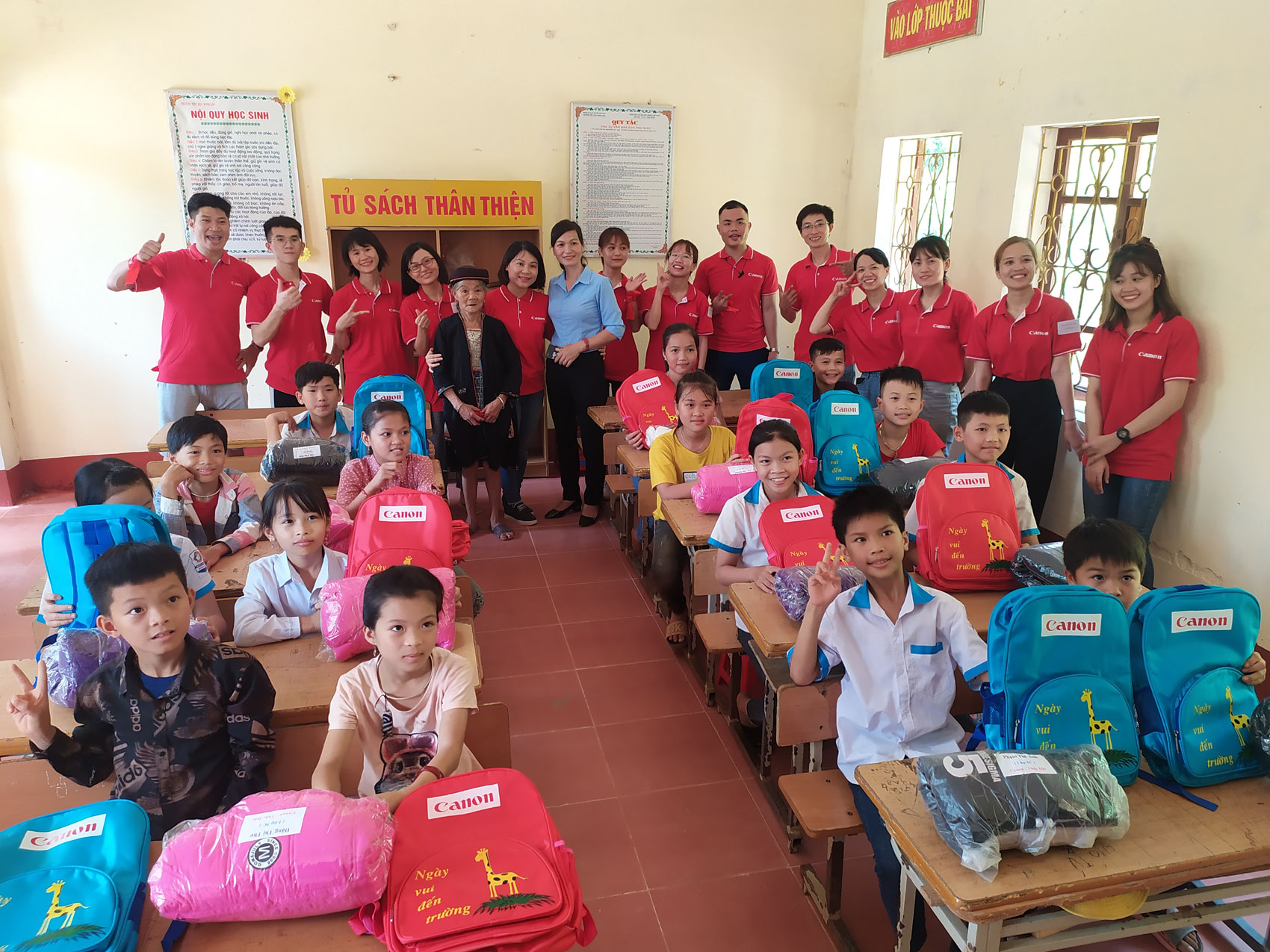 Canon Vietnam renovates classrooms for Canon - Thac Dat branch school