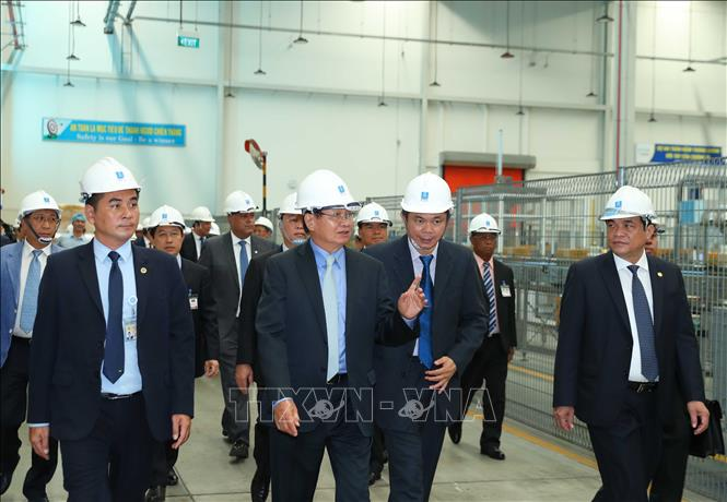 "Lao Prime Minister visits Vietnam's investment attraction ""bright spot"""