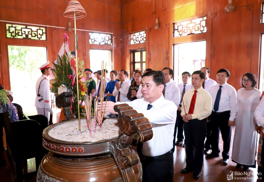 Nghe An provincial leaders pay tribute to President Ho Chi Minh