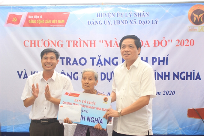 "Program ""Mau hoa do"" supports building gratitude house in Ha Nam province"