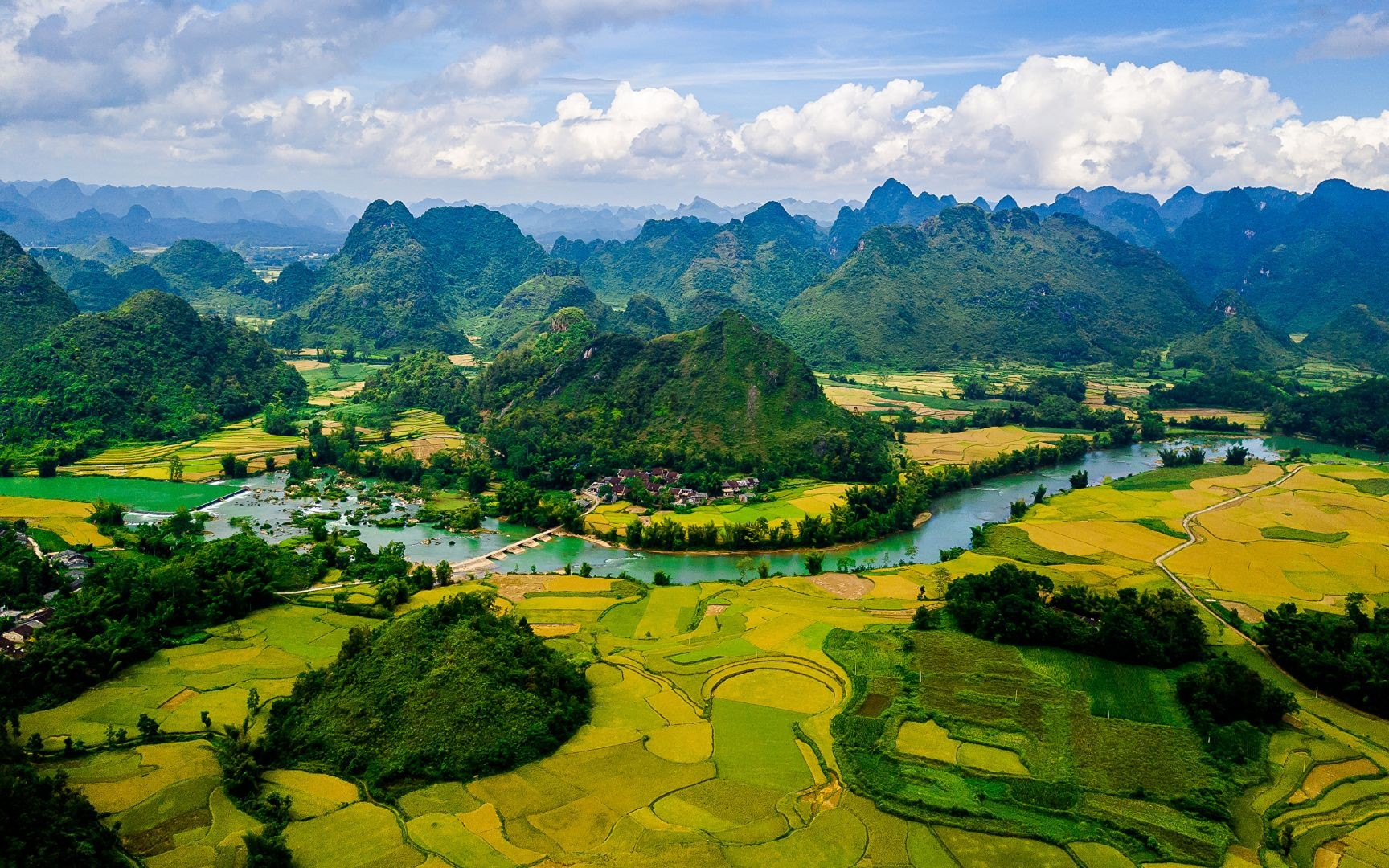 Non Nuoc Cao Bang listed among Top 50 world's best views