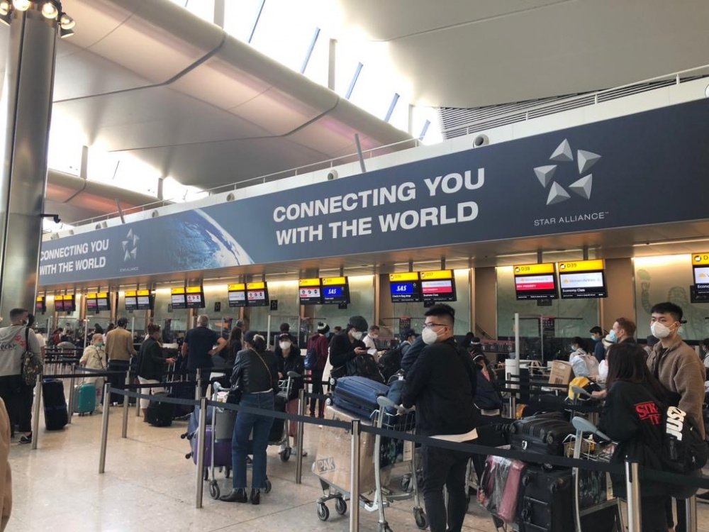 Over 340 Vietnamese citizens in UK brought home safely