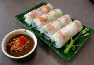 Fresh Vietnamese spring rolls honoured by foreign media