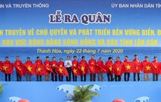 2,000 national flags presented to fishermen in Thanh Hoa province