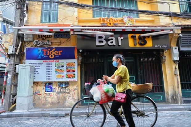Hanoi orders closure of bars, karaoke venues and roadside stalls