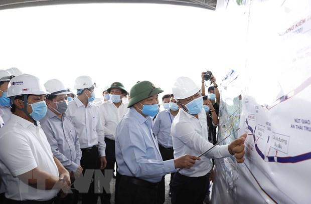 PM inspects construction progress of Trung Luong-My Thuan Expressway