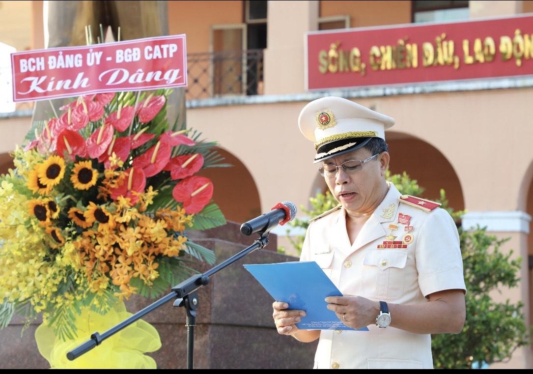 Ho Chi Minh City Public Security reports achievements at Uncle Ho's monument