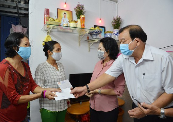 Ho Chi Minh City completes financial assistance for those affected by COVID-19