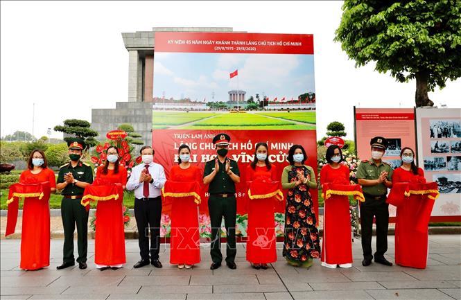 Photo exhibition highlights 45-year development of President Ho Chi Minh Mausoleum