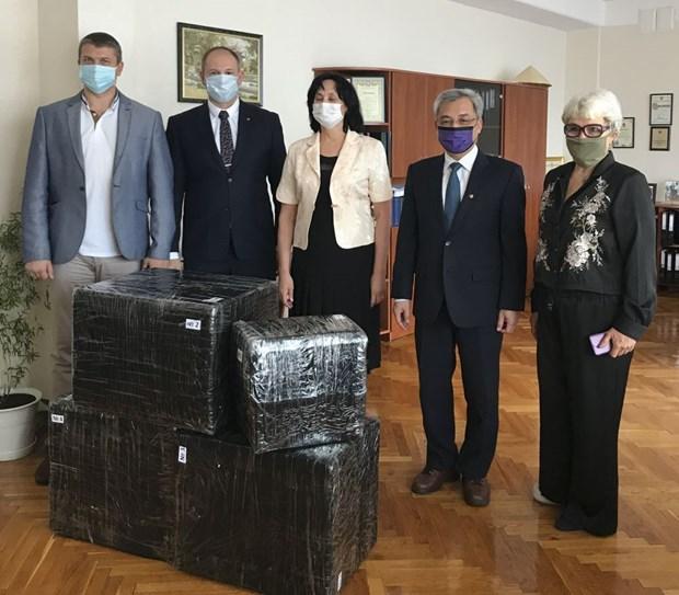 Ambassador visits Kiev-based high school named after President Ho Chi Minh