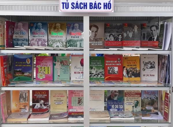 Developing a bookcase about President Ho Chi Minh