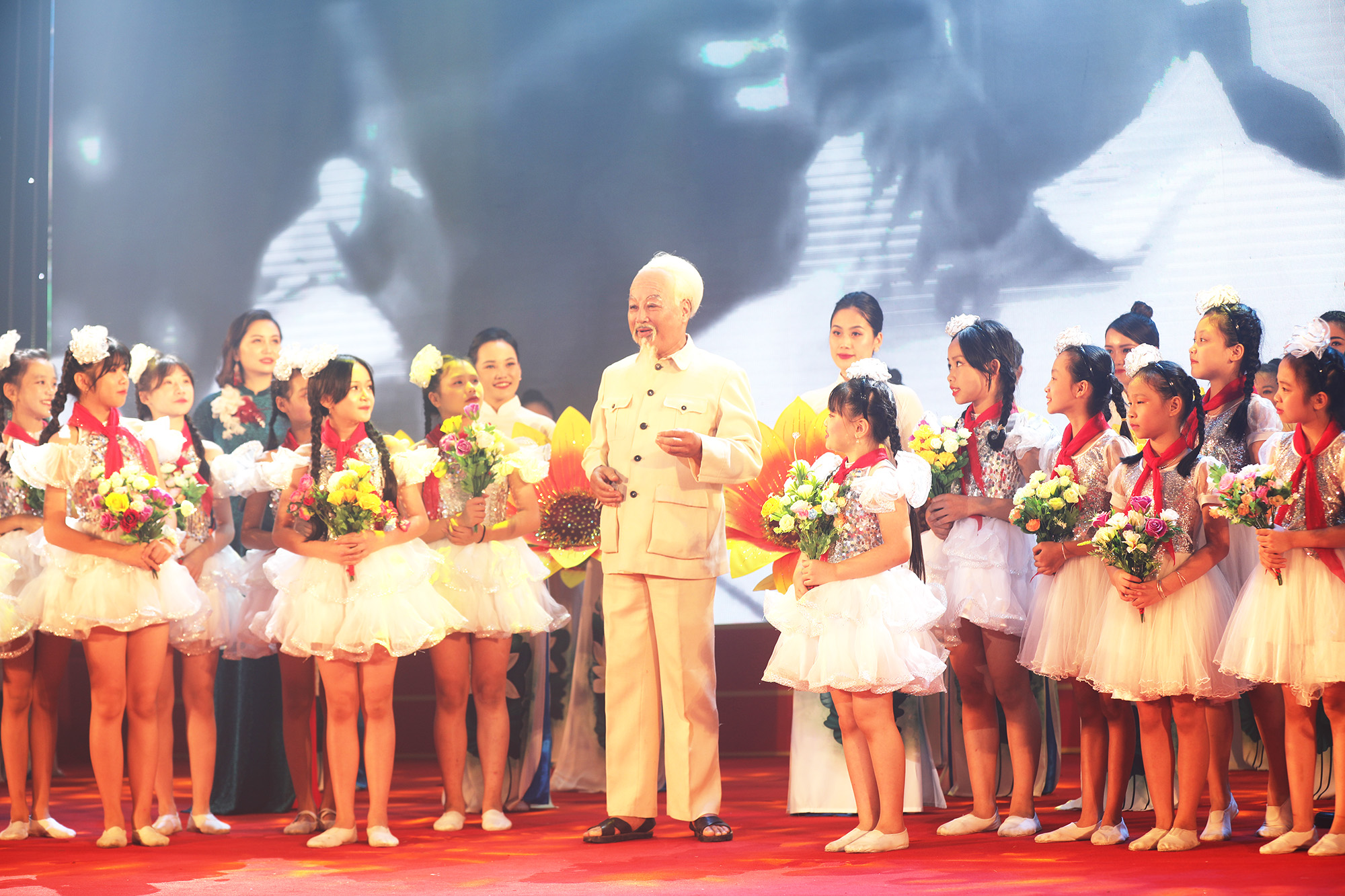 Arts performance welcomes success of 15th Quang Ninh Provincial Party Congress