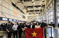 Vietnam repatriates over 340 citizens from US