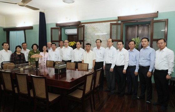 Ho Chi Minh City leaders pay tribute to Uncle Ho