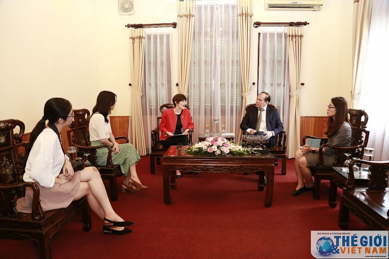 UK Consulate General in Ho Chi Minh City presented consular certificate