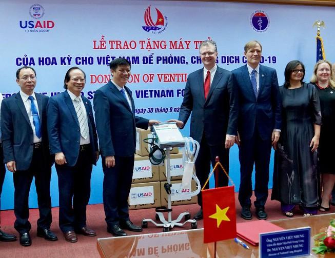 US donates ventilators to Vietnam to respond to COVID-19