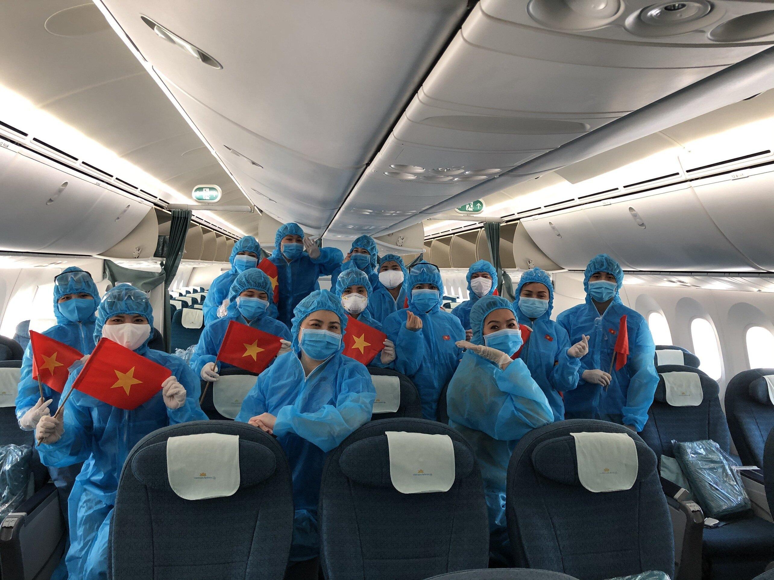 Vietnam repatriates over 340 citizens from Russia