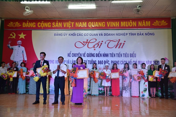 Dak Nong Aluminum Company wins prize of contest telling about Uncle Ho