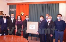 Vietnamese community in Czech Republic presented medical face masks