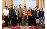 Vietnamese community supports flood-hit victims in Laos