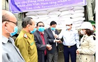 Vietnam assists Laos with 1,000 tons of rice for natural disaster mitigation