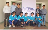 Vietnamese students seize five medals at int'l distributed physics Olympiad