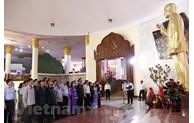 Vietnamese diplomats pay floral tribute to late Lao President Kaysone Phomvihane
