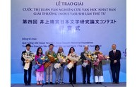 Vietnamese researchers and students honoured with Inoue Yasushi Award