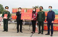 Hanoi presents money and face masks to Hai Duong province