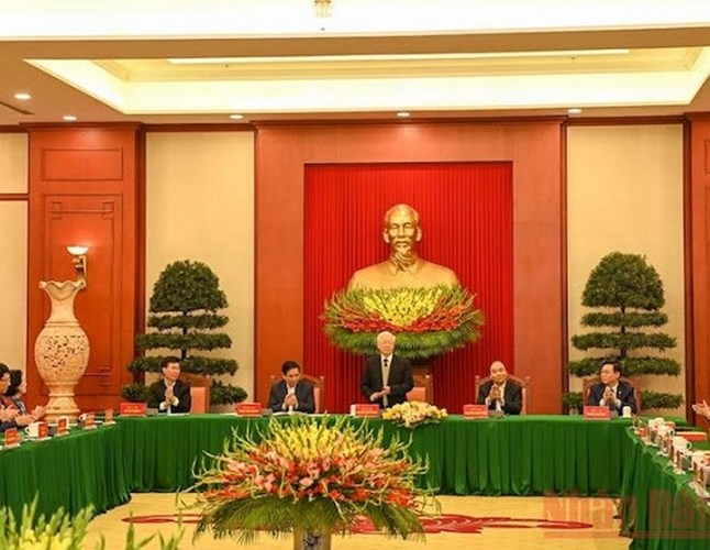 Politburo holds meeting with former Party officials