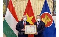 Vietnam honours Hungary-Vietnam Friendship Association leaders