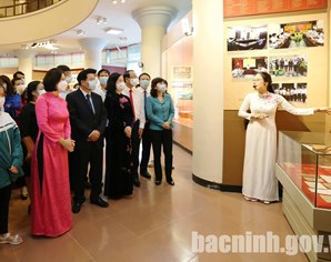 Bac Ninh organizes exhibition on Vietnam's National Assembly