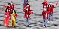 Athletes Lan and Hoang flying the flag for the nation at Tokyo Olympics opening ceremony