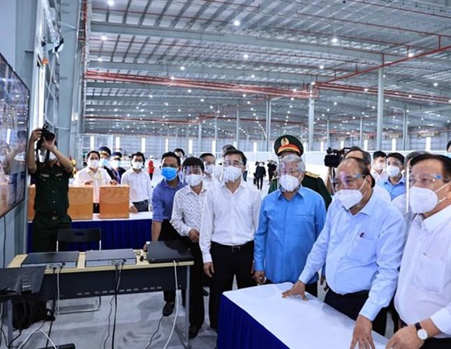 President visits pandemic-hit Binh Duong province