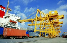 Exports and imports valued over 317 billion USD in first two quarters