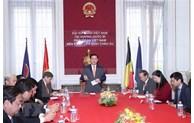 Top legislator meets Vietnamese community in Belgium