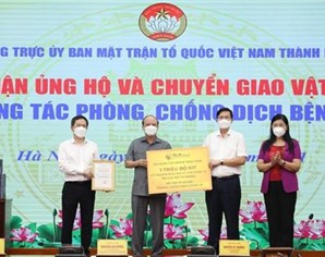 Hanoi's Fatherland Front receives 8 million USD for COVID-19 fight